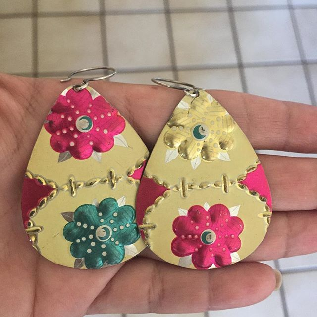 Today's #IChooseBeauty challenge is jewelry. I got these earrings at an art show about a year ago - they're made out of vintage tin cans! I love the fun design and bright colors, and that they're handmade  #IChooseBeauty Day 1010