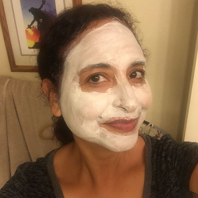 A little #SelfCareSunday with the new Beautycounter+ Vitamin C mask, which made my skin feel ahhh-mazing. Fits perfectly with my mission to #ditchthecrap this year and not use products with toxic ingredients. Link in bio for more info. #IChooseBeauty Day 1221