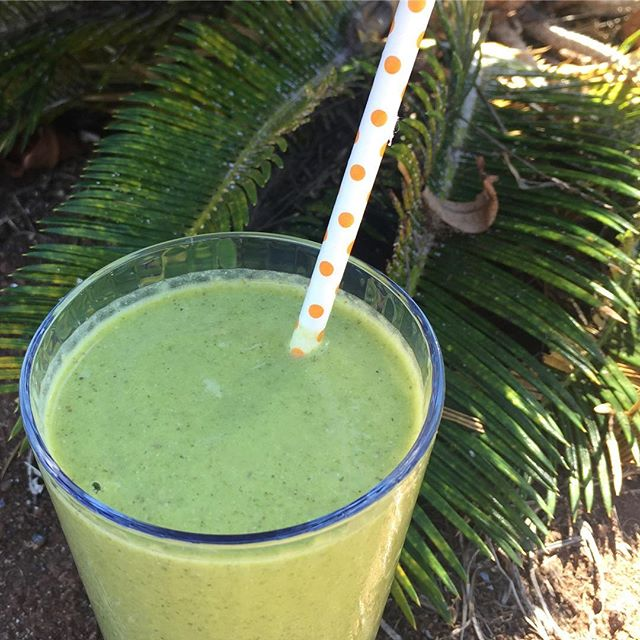 No, I don't usually put a pretty straw in my smoothies. But yes, I have one every day! Today's drink for the #IChooseBeauty Challenge is mango coconut! And of course spinach and my favorite vegan vanilla protein powder. I wanted about 10 refills 😮 #IChooseBeauty Day 1280