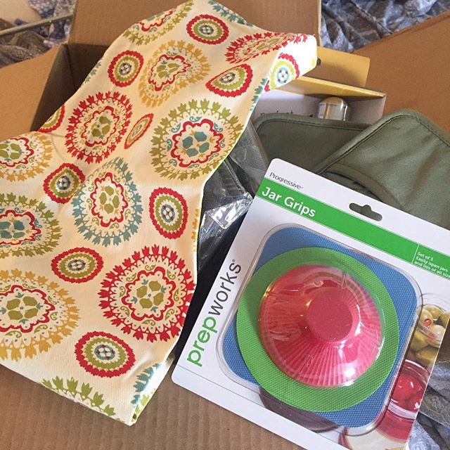 When you use your credit card points to get all kinds of free stuff for your kitchen. Including a super cute apron. And jar grips, you guys! Jar grips!  #itsthelittlethings #IChooseBeauty Day 1391