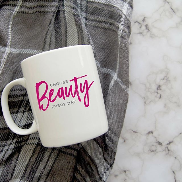 Not every day is beautiful, but there is beauty in every day. It's out there, I promise you. Take a moment to find beauty in something… anything today. It'll change how you see the world... and in turn, how you feel. Link to shop in bio. 5% of net proceeds goes to @mentalhealthamerica #IChooseBeauty