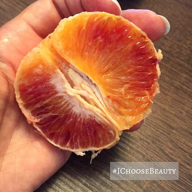 Tasty tangelo. And these colors! 🧡️🧡#minneolatangelo #soogood #IChooseBeauty Day 1596
