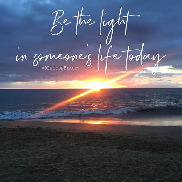 You never know what someone's going through when your path crosses theirs. Maybe they've lost a loved one; maybe they just got fired; maybe they're going through a bad breakup. You just don't know. So be kind. You could be the only light in their life today. #wednesdaywisdom #IChooseBeauty