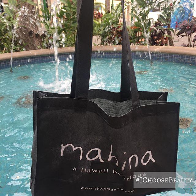 I love shopping. 🕶🏻#truestory #shoppinglove #IChooseBeauty Day 1659