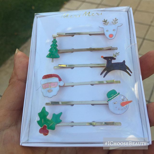 How fun are there little festive hair pins?! #cantwaittowearthem #almosttime #ichoosebeauty Day 1824