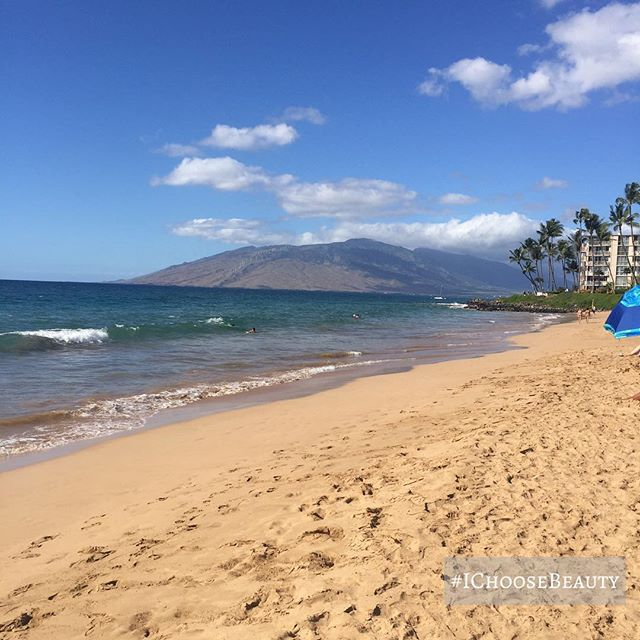 Quick little beach break as I was out and about working. It might surprise you that I live on Maui but don't make it to the beach very often! So busy with work lately, but definitely need to prioritize beach time soon! #beachtime #IChooseBeauty Day 1834