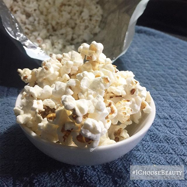 Perfect afternoon snack. #skinnypop #allthepopcorn #ichoosebeauty Day 1889