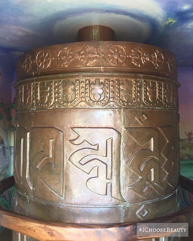 In love with this prayer wheel I saw at a Buddhist temple. When you spin it, you send love and peace throughout the world. ☮️️ #peaceandlove #ichoosebeauty Day 1911