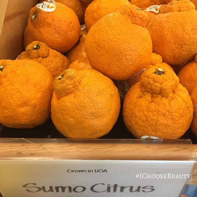 First time trying these Sumo Citrus fruits. I'm loving that they have top knots.  Have you guys ever tried them? #ichoosebeauty Day 1945