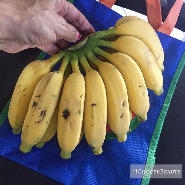 Tiny bananas. 殺 #soadorable #ilovetinythings #ichoosebeauty Day 1958