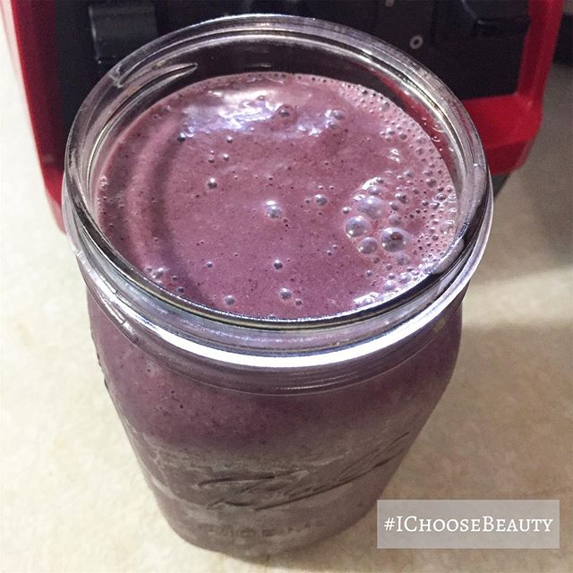 In love with the color of my smoothie! #berrypretty #ichoosebeauty Day 1994