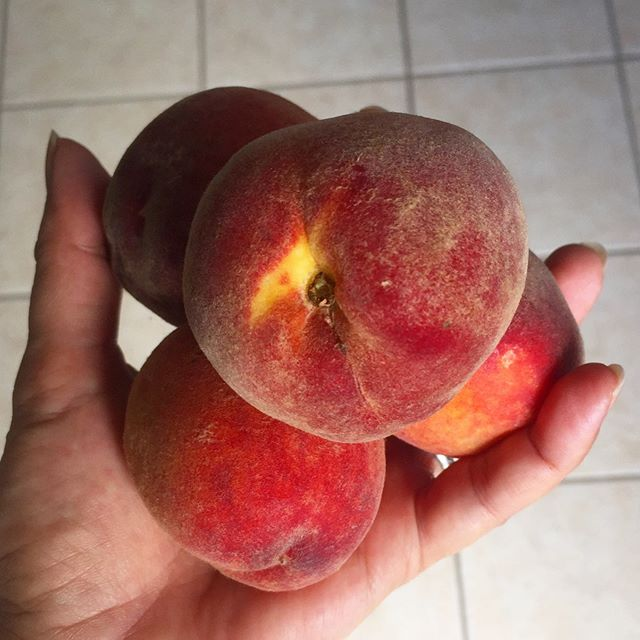 Who knew such small peaches  could be so big on flavor!  #ichoosebeauty Day 2005