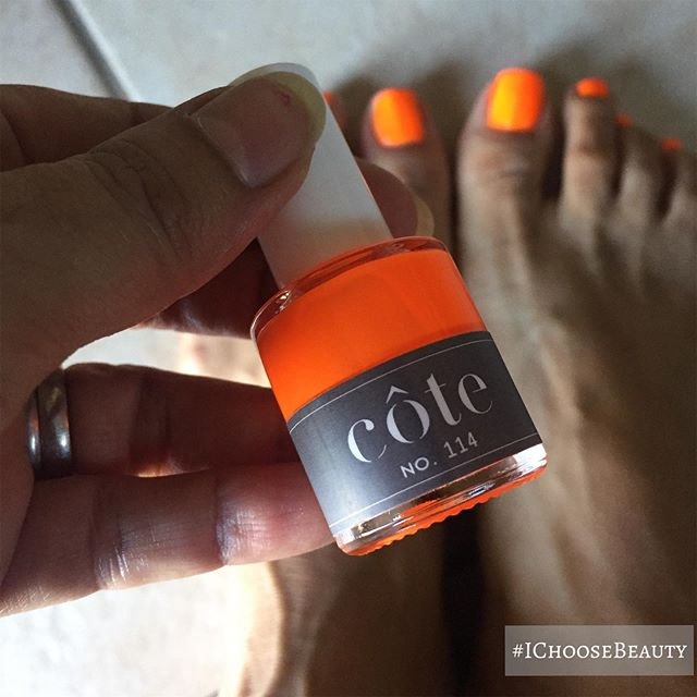 Feeling fluorescent 🧡🧡🧡 with one of my favorite safer nail polish brands, @coteshop #ichoosebeauty Day 2007