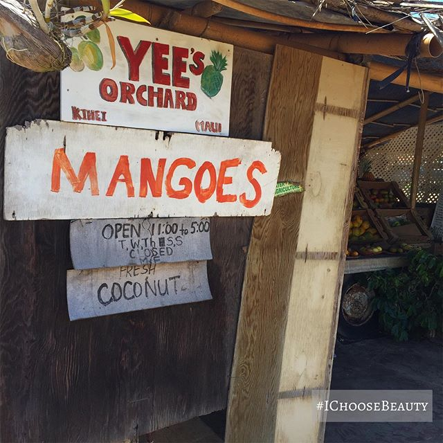 This little unassuming fruit stand has the best mangoes on the planet! Not even kidding.  #ichoosebeauty Day 2030