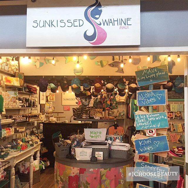 Stopped by this sweet little boutique to pick up some gifts today. Everything is locally made, which makes it even sweeter. 🧜♀️ 🏖🏻♀️@sunkissedwahine #ichoosebeauty Day 2084