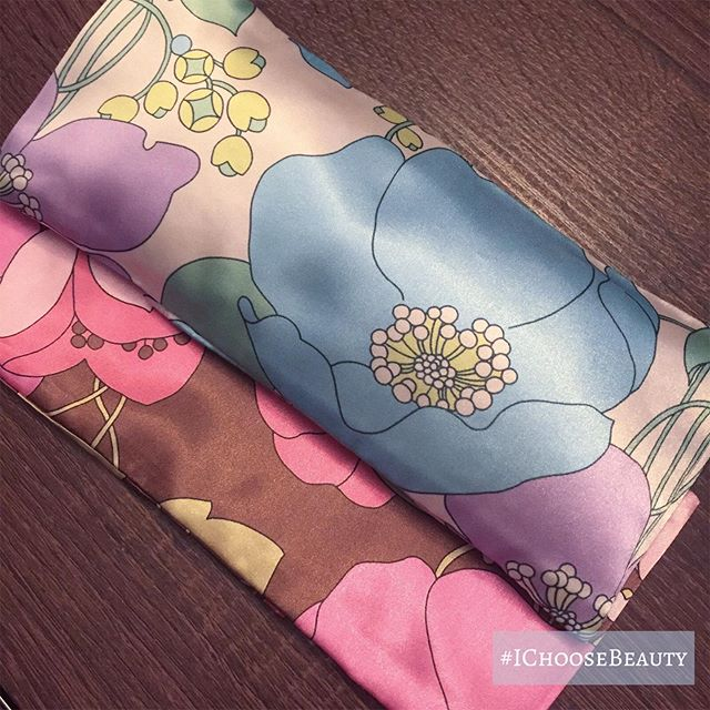 Take it from me - lavender eye pillows with removable and washable satin cases are hard to find! Loving the retro patterns from @fullmoonphoenixco  #ichoosebeauty Day 2106