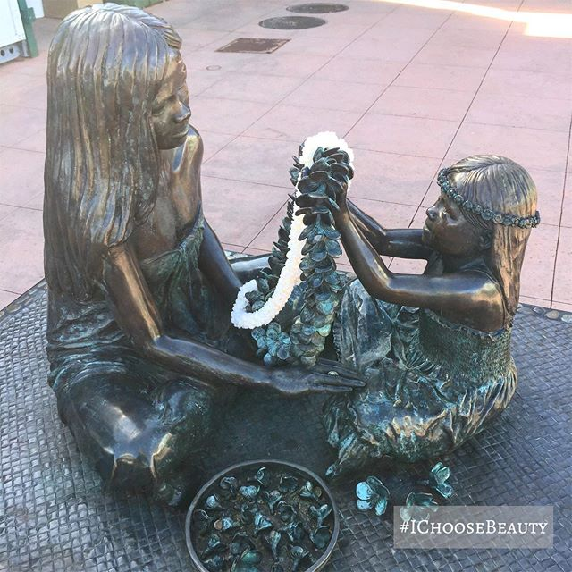 Such a sweet sculpture. ️️ #ichoosebeauty Day 2103