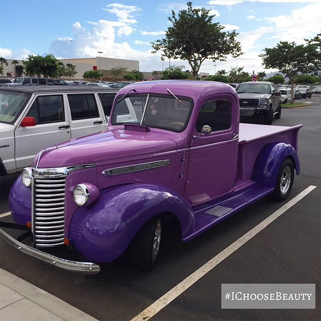 How fun is this purple truck?? It put an instant smile on my face! 😀 #ichoosebeauty Day 2132
