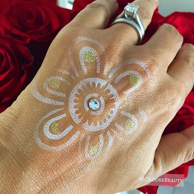 Still in love with my @mermaid_magic_glitter sparkly white henna tattoo even as it fades away. #ichoosebeauty Day 2135