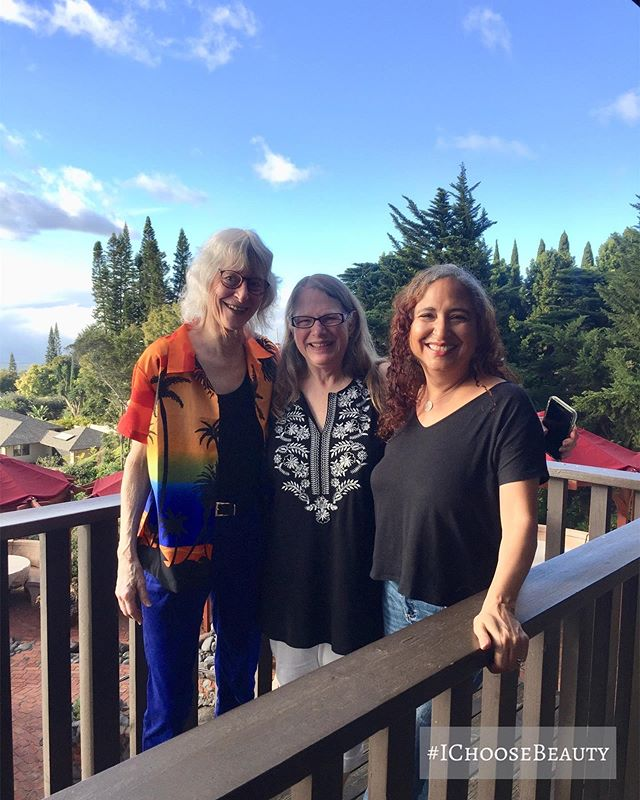 So grateful for these two sweet friends from my Seattle days! We had such a nice time catching up. This life thing really is all about the people you meet. ️️ #ichoosebeauty Day 2282
